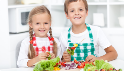 children eating nutritious snacks
